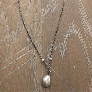 Cultured pearl necklace w/ matching drop earrings